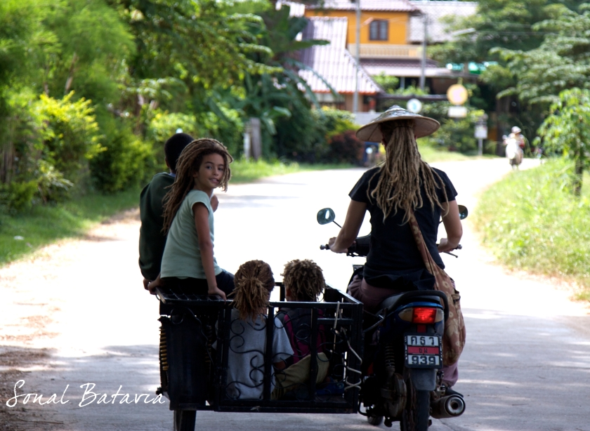 Taking a stroll in Northern Thailands Hippy Town Pai.